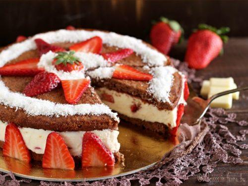 Torta cremosa alla ricotta, cioccolato e fragole