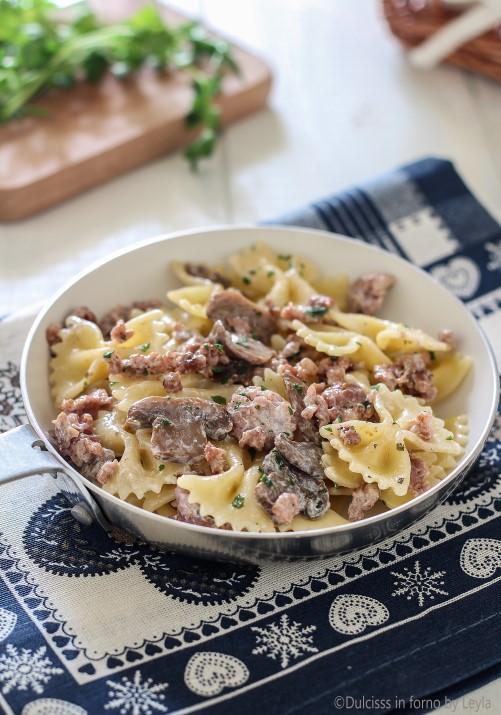 Pasta con funghi e salsiccia ricetta Dulcisss in forno by Leyla