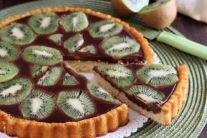 Crostata morbida con cioccolato e kiwi