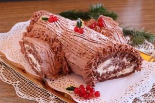 Tronchetto al cioccolato con crema al cioccolato bianco e mascarpone tronchetto natalizio Buche de Noel, cioccolato, Natale, tronchetto, crema al mascarpone, pasticceria natalizia, ricetta di natale, ricetta natalizia, tronchetto di Natale, pasta biscuit, rotolo, cacao, ganache, tronco, ceppo, dolce natalizio, dolce francese, pranzo di natale, ricetta Tronchetto al cioccolato giallozafferano Tronchetto al cioccolato blog giallozafferano Tronchetto al cioccolato giallo zafferano tronchetto Dulcisss in forno