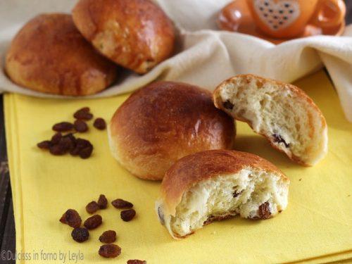 Panini con uvetta facili da colazione