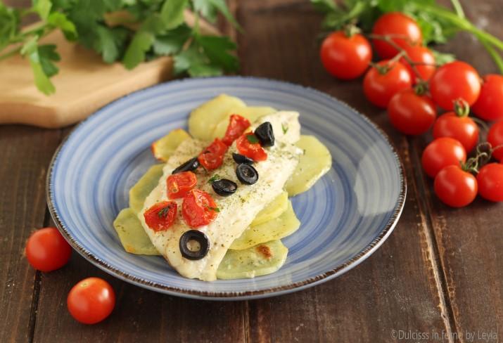 Merluzzo con pomodorini patate e olive al forno