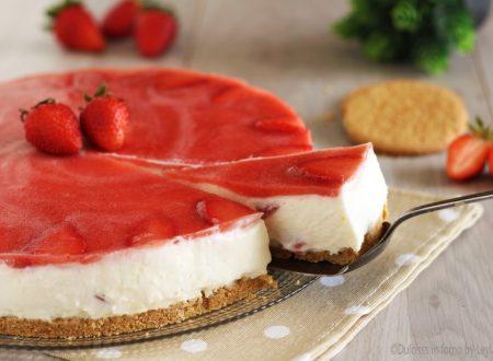 Torta fredda allo yogurt e fragole senza forno