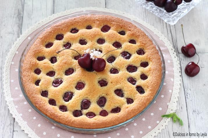 Torta alle ciliegie morbida e soffice con farina di farro Dulcisss in forno by Leyla