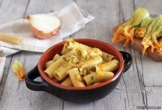 Pasta con fiori di zucca e zafferano cremosa, con uovo Dulcisss in forno by Leyla