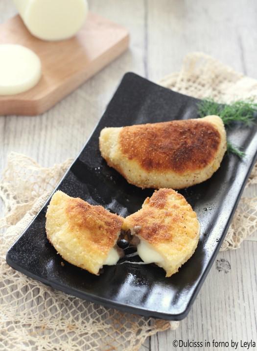 Mezzelune funghi e formaggio fatte in casa ricetta Dulcisss in forno by Leyla