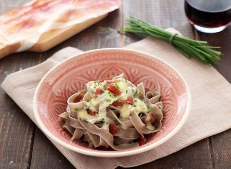 Tagliatelle gorgonzola e speck cremose
