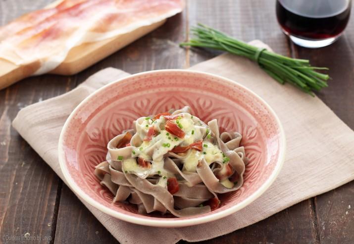 Pasta gorgonzola e speck cremosa