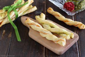 Sfogliatine salate veloci al pesto e al pomodoro