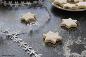 Stelle di neve alla marmellata di lamponi, con pasta frolla senza uova