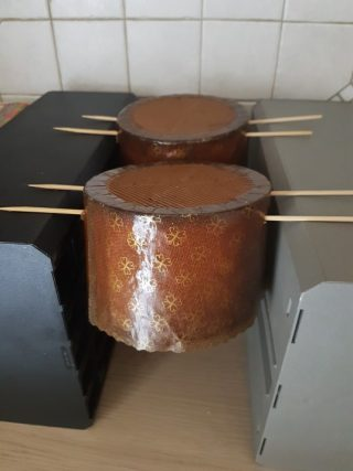 Panettone con gocce di cioccolato senza canditi con lievito di birra Dulcisss in forno by Leyla