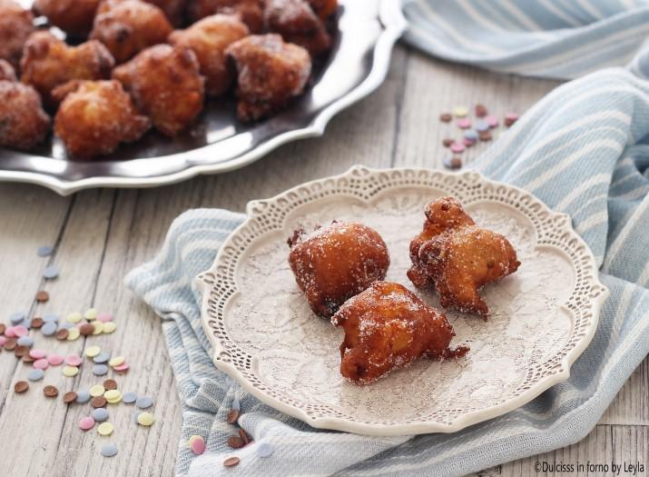 Frittelle di carnevale veneziane: le frittole dolci o fritole veneziane o frittole veneziane o frittelle veneziane. Frittelle mele e uvetta di Carnevale