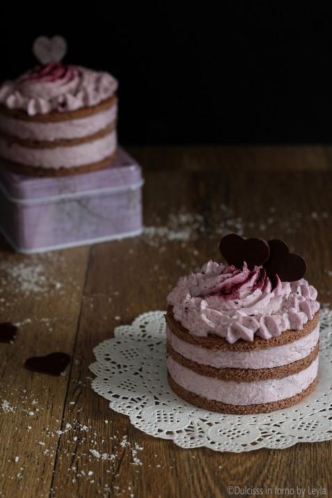 Tortine al cioccolato veloci con crema al mascarpone, cocco e marmellata - ricetta di San Valentino - Dulcisss in forno by Leyla