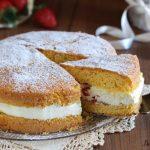 Torta paradiso farcita con fragole e crema al latte veloce
