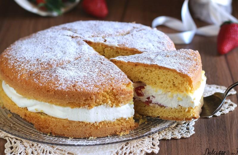 Torta Paradiso farcita con fragole e crema al latte