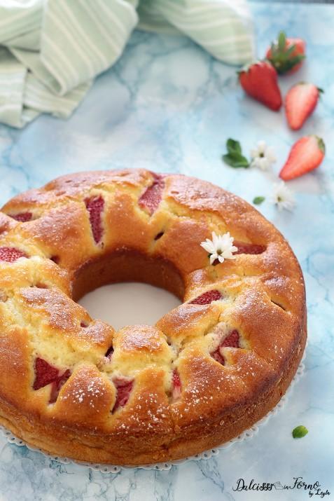 Ciambella alle fragole e yogurt morbida e facilissima, senza burro ricetta Dulcisss iin forno by Leyla