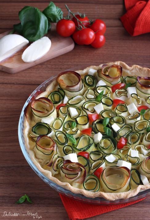 Torta salata con zucchine a roselline, mozzarella e pomodorini ricetta Dulcisss in forno by Leyla