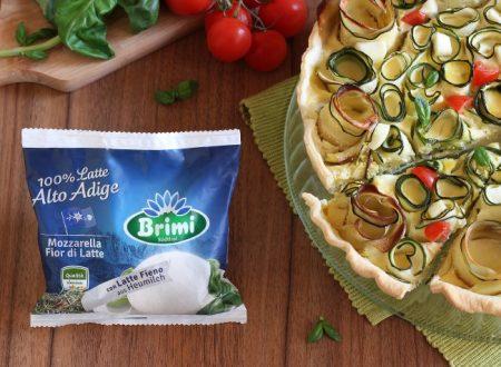 Torta salata con zucchine a roselline, mozzarella e pomodorini