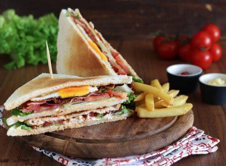 Club Sandwich ricetta originale con pollo, bacon e uovo – ClubHouse Sandwich