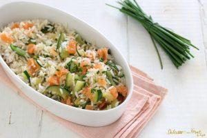 Riso freddo salmone e zucchine, insalata di riso veloce