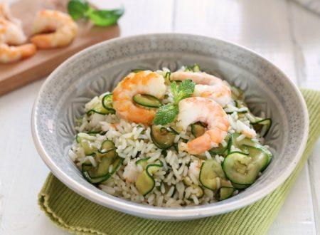 Riso freddo con zucchine e gamberi: un'insalata di riso speciale
