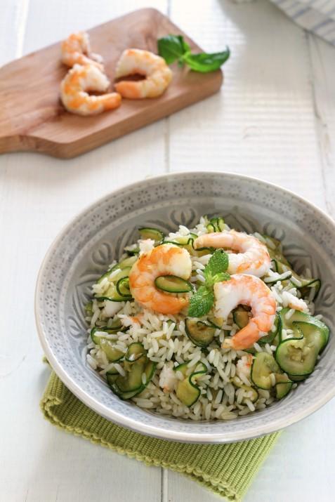 Riso freddo con zucchine e gamberi: un'insalata di riso speciale ricetta Dulcisss in forno