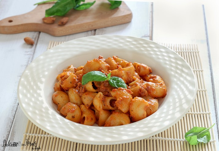 Ricetta Pesto Rosso.Pasta Al Pesto Rosso Con Pomodori Secchi E Mandorle Dulcisss In Forno