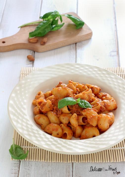 Pasta al pesto rosso con pomodori secchi e mandorle ricetta Dulcisss in forno by Leyla