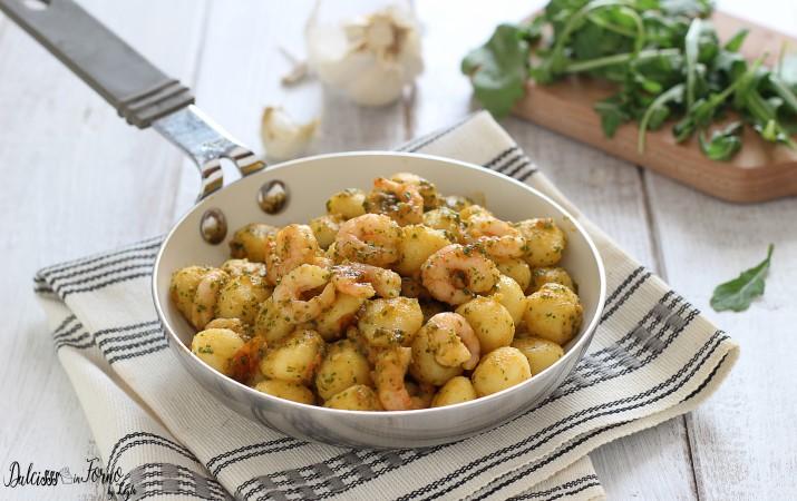 Gnocchi con Gamberetti e Pesto di Rucola e Pomodorini Leggero