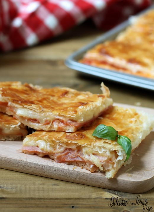 Pizza parigina ricetta della pizza rustica napoletana con pasta sfoglia - rustico napoletano - ricetta Dulcisss in forno by Leyla