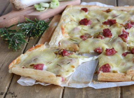 Torta salata con porri salsiccia e provola veloce con pasta sfoglia