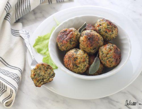 Polpette di pollo con spinaci e carote al forno
