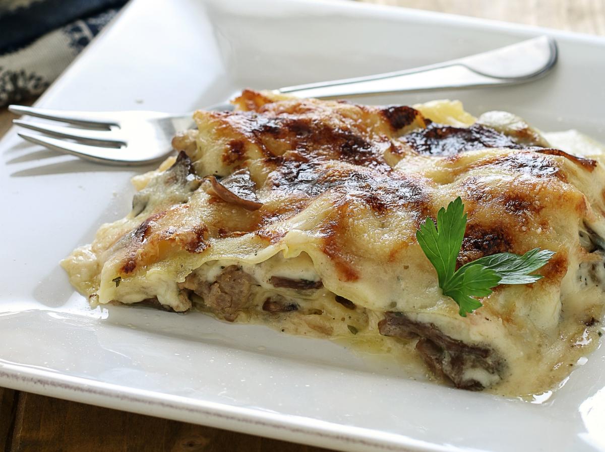 Ricetta Lasagne Funghi E Salsiccia.Ricetta Lasagne Bianche Ai Funghi E Salsiccia Ricetta Facile E Veloce