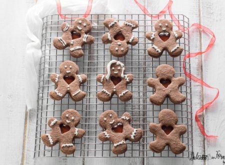 Biscotti al cacao natalizi con cuore di marmellata