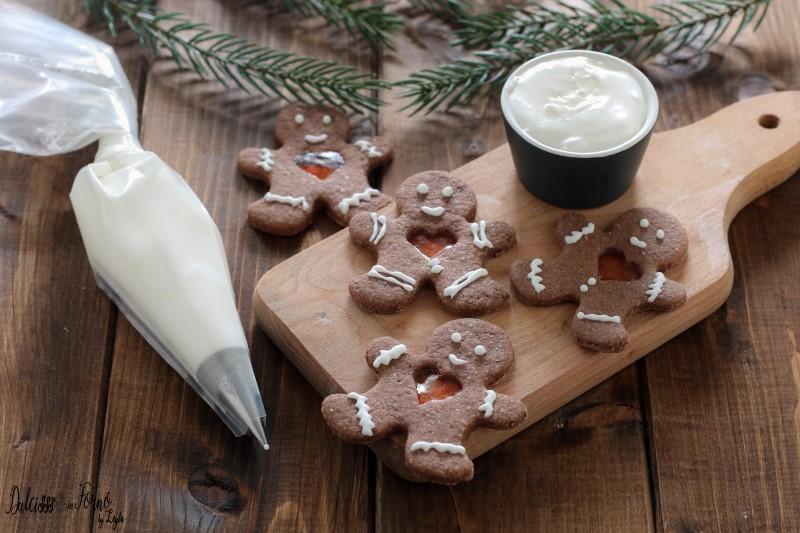 Ricetta Glassa per decorare biscotti di pasta frolla di Natale: la ghiaccia reale o glassa reale pronta in 2 minuti ricetta Dulcisss in forno by Leyla Glassa per decorare biscotti di pasta frolla – Glassa per biscotti di Natale – Ricetta ghiaccia reale – Ricetta glassa reale – Glassa con albume – Glassa all'acqua – Biscotti glassati – Biscotti decorati