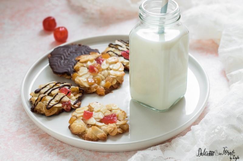Biscotti fiorentini ricetta Florentine: biscotti alle mandorle canditi e cioccolato ricetta Dulcisss in forno by Leyla florentines, fiorentini, fiorentine croccanti, fiorentine dolci, mandorle, canditi, panna, croccante, croccante alle mandorle, biscotti croccanti, biscotti, biscotti da regalare, biscotti natalizi, christmas cookies, cookies, Natale, ricetta biscotti, ricetta di natale, ricetta natalizia, florentines giallozafferano florentines giallo zafferano florentines blog giallo zafferano florentines
