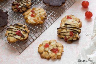 Biscotti fiorentini ricetta Florentine o Florentines: biscotti alle mandorle canditi e cioccolato ricetta Dulcisss in forno by Leyla