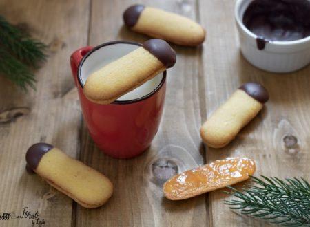 Lingue di gatto ricetta tirolese con farina di mandorle, marmellata e cioccolato
