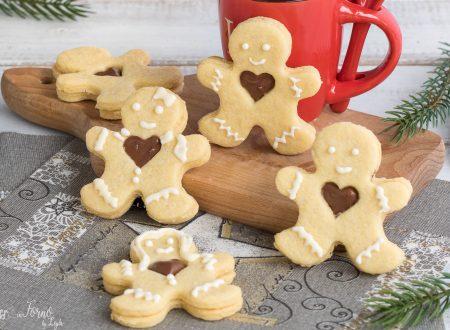 Omini natalizi di biscotto con cuore di Nutella®