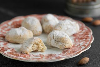 Paste di mandorla siciliani ricetta facile e veloce, pronti in 5 minuti Biscotti di pasta di mandorle ricetta Dulcisss in forno by Leyla