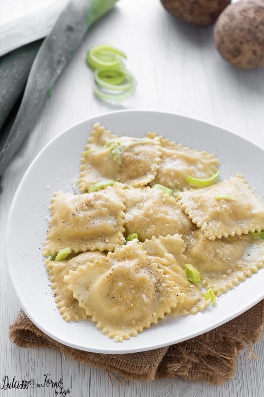 Ravioli ripieni di patate e porri - Ravioli di patate - Tortelli di patate Dulcisss in forno by Leyla