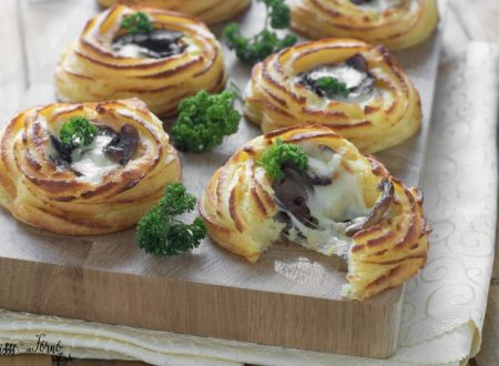 Cestini di patate al forno con funghi e scamorza