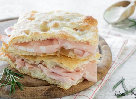 Pizza bianca romana, la focaccia bianca soffice e veloce senza impasto
