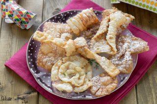 Come si fanno le chiacchiere di Carnevale: ricette e 8 forme tutte da scoprire ! Dulcisss in forno by Leyla Dolci fritti di Carnevale tipi di chiacchiere tipi di Crostoli forme delle chiacchiere
