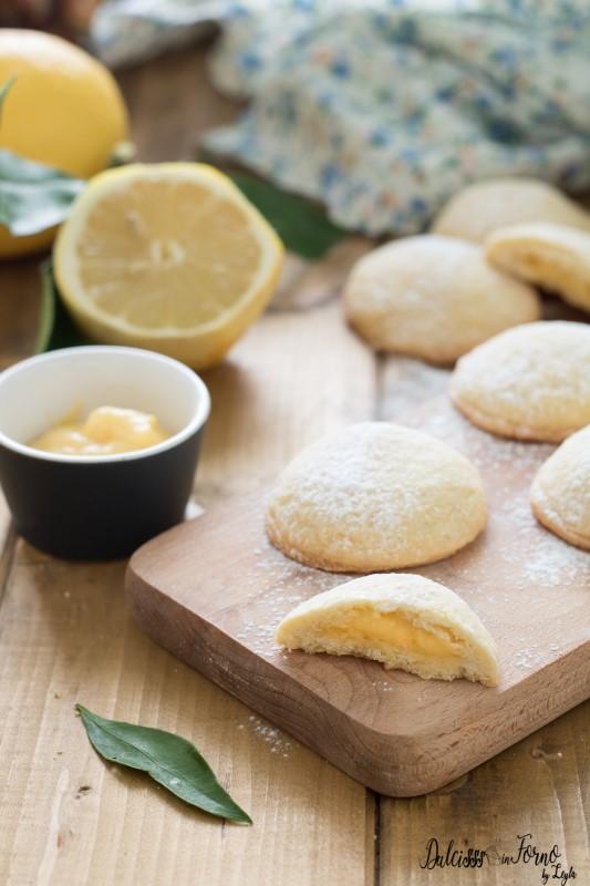 Biscotti ripieni con crema al limone, biscotti di pasta frolla ripieni semplici e profumati ricetta Dulcisss in forno by Leyla
