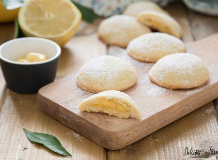 Biscotti ripieni con crema al limone, semplici e profumati