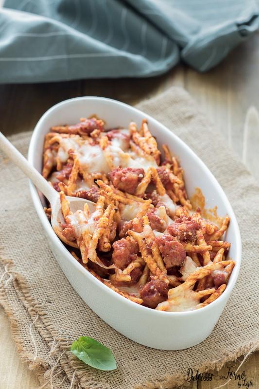 Pasta al forno con salsiccia e mozzarella o scamorza, semplice e filantissima ricetta Dulcisss in forno by Leyla