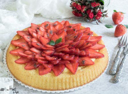 Torta morbida alle fragole e crema pasticcera semplice, soffice e veloce