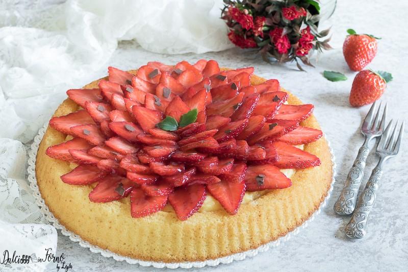 Torta morbida alle fragole e crema pasticcera semplice, soffice e veloce  ricetta Dulcisss in forno