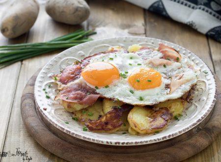 Uova speck e patate saltate o Spiegeleier, piatto tipico tirolese dell'Alto Adige